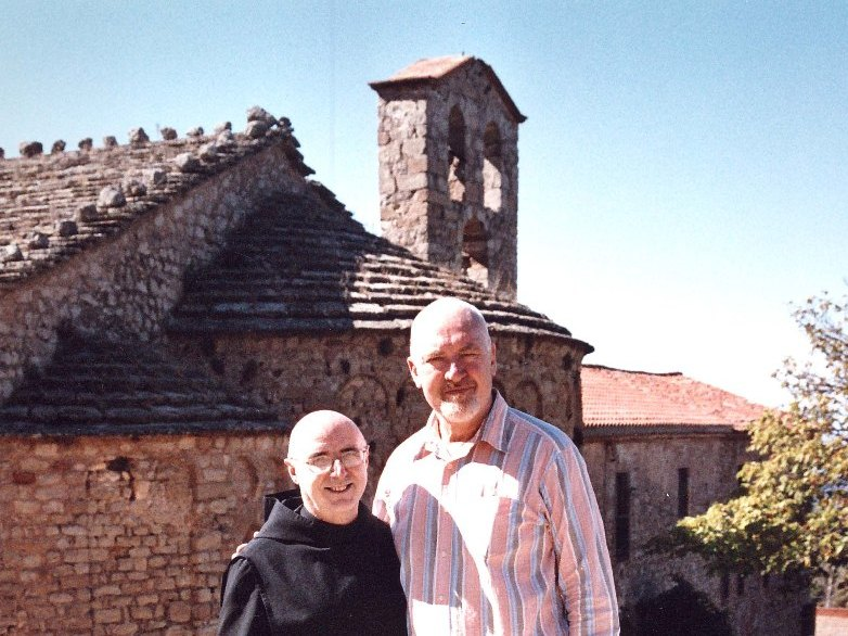 Scully's first visit to Santa Cecília with Father Laplana (July 2005).